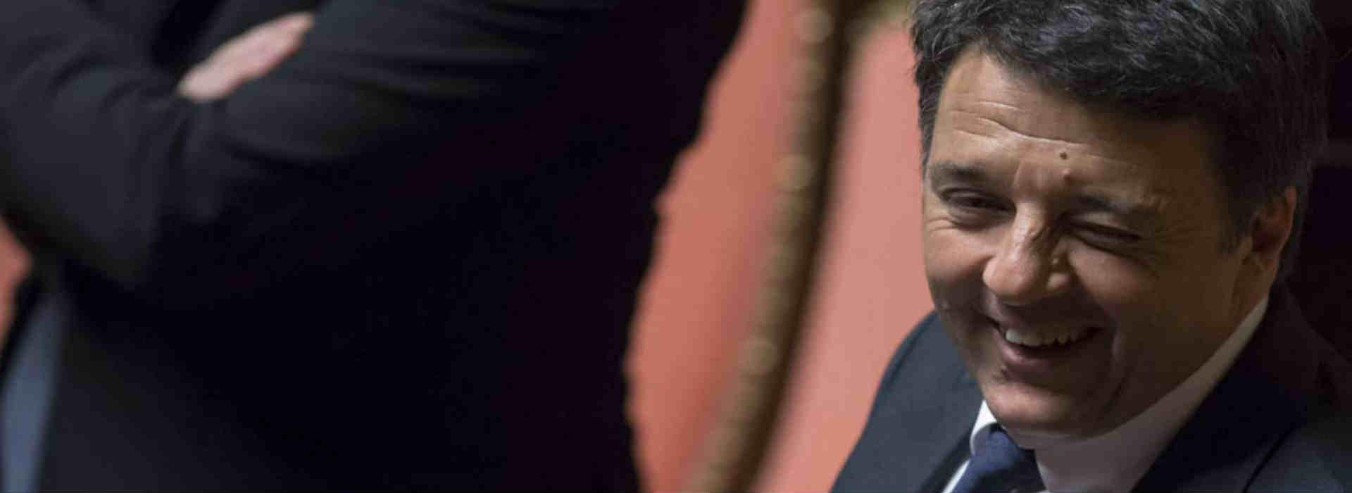 Matteo Renzi fa l'occhiolino in parlamento