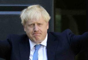Boris Johnson esultante per le elezioni e la Brexit