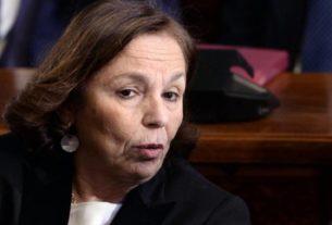 Il ministro dell'Interno Lamorgese che perde tempo a denunciare il sindaco De Luca per vilipendio