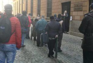Crisi da Covid-19: gli italiani in fila al Monte dei Pegni