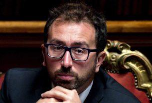 I boss continuano a essere scarcerati: la preoccupazione dei giudici, il silenzio di Bonafede