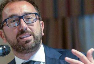 """Altra gaffe per Bonafede: """"la figura dell'accusatore non esiste"""". Storia di un imbarazzante ministro attaccato alla poltrona"""