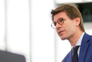 Sospesi 3 europarlamentari del M5S: non hanno votato per il Mes