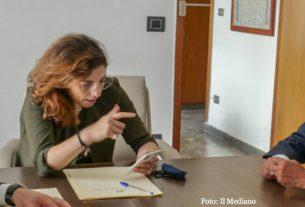Pomigliano d'Arco centro del mondo: Laura Castelli vola dal sindaco e promette soldi