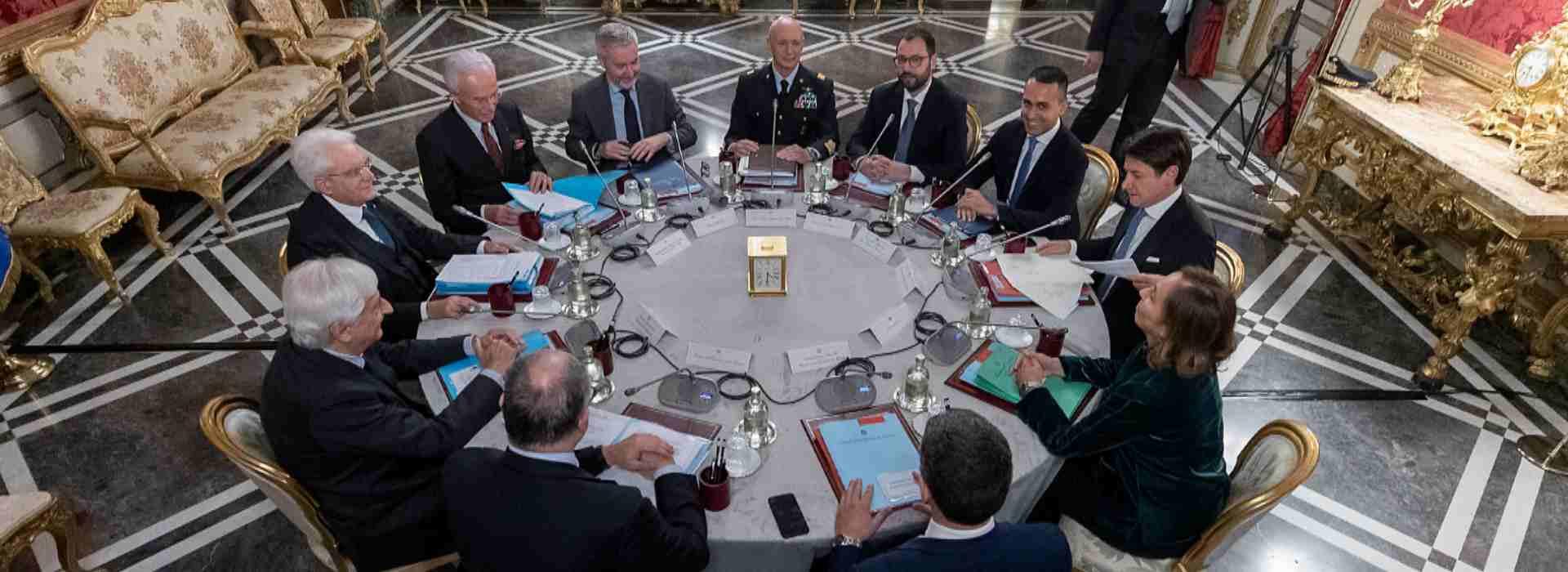 Mattarella convoca il Consiglio di Difesa: si discuterà anche del rispetto del coprifuoco con l'Esercito