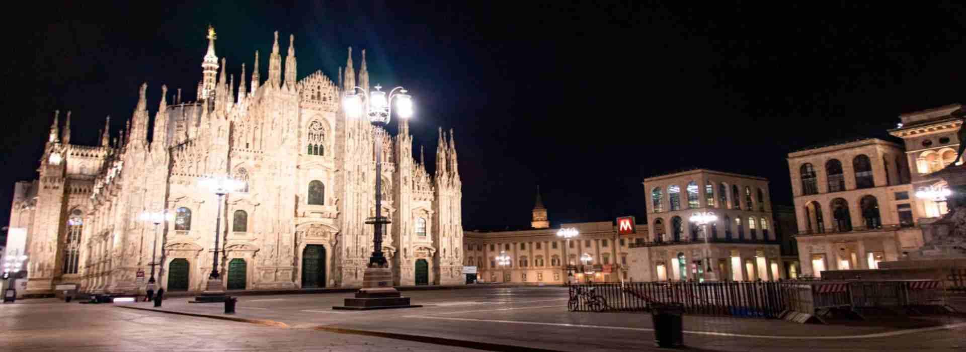 Piazza deserta Milano in lockdown