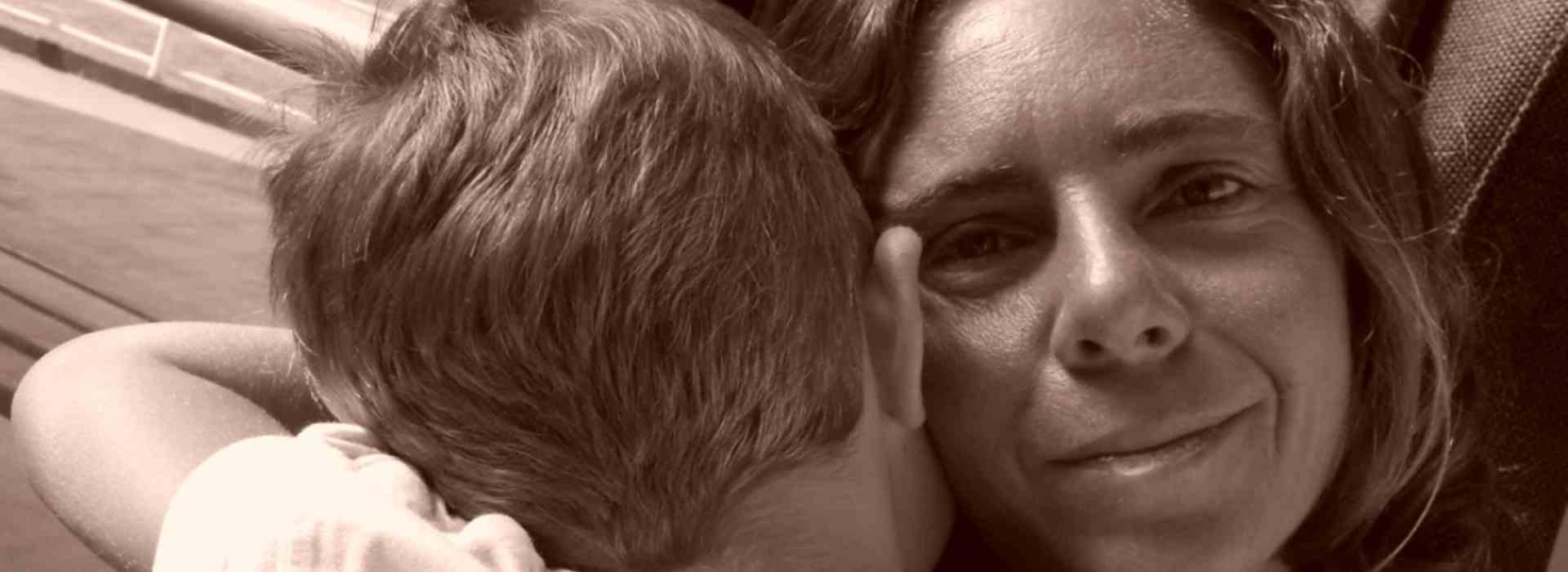 Giada Giunti, la donna che denuncia maltrattamenti e a cui il giudice toglie il figlio