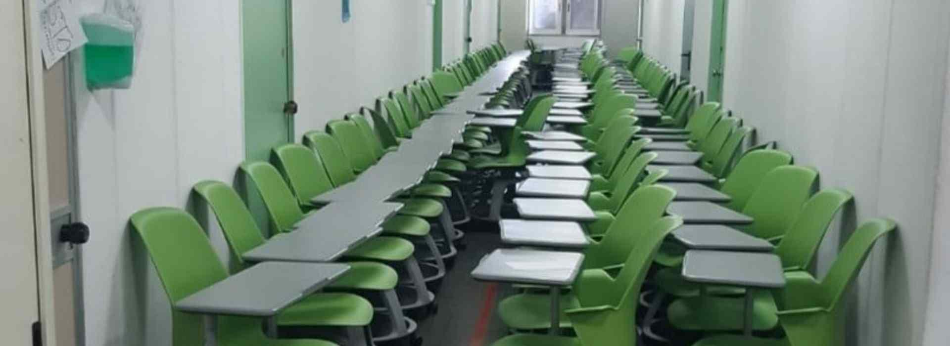 Banchi a rotelle, a Bari arrivano ma la scuola rimane chiusa