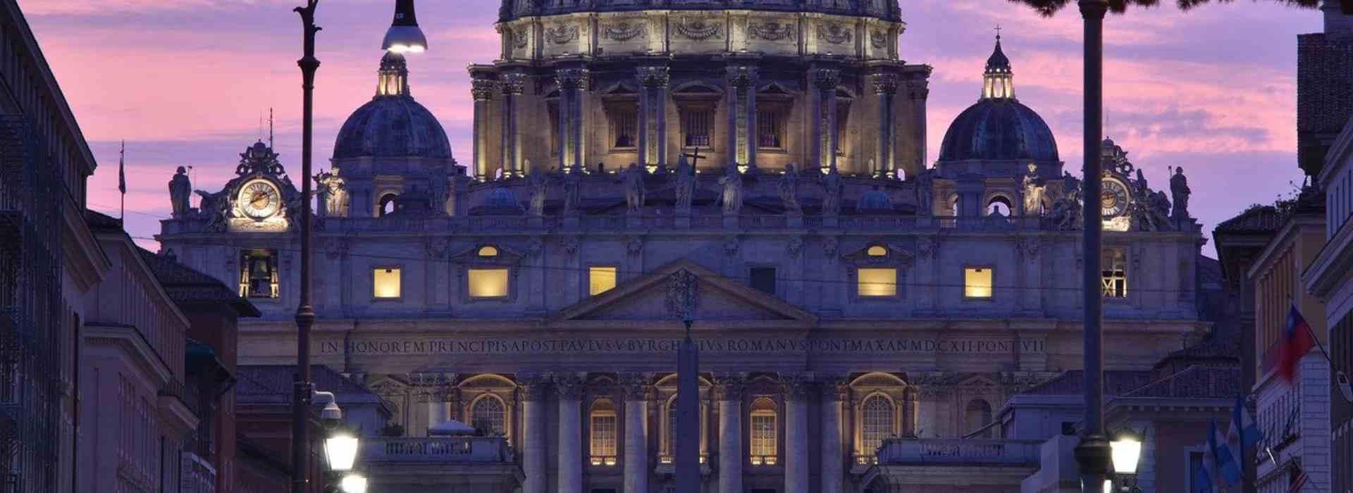 Vaticano, gli abusi e le molestie nel letto
