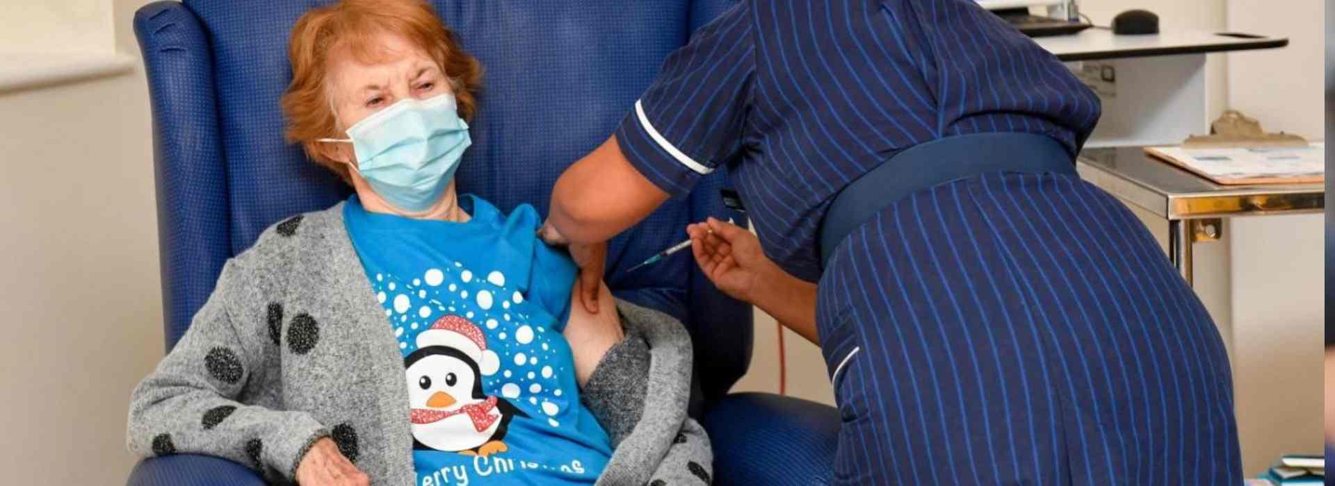 Covid, in Gran Bretagna la prima persona vaccinata: Margaret Keenan