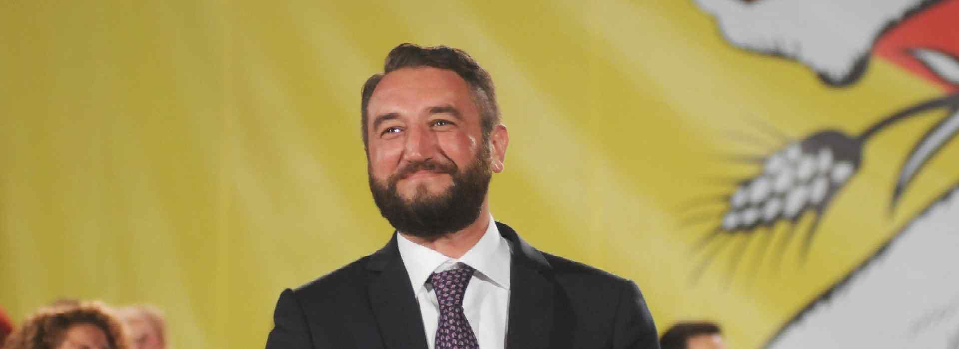 Insulti, lancio di ortaggi e uova a Giancarlo Cancelleri (M5S). Il sottosegretario scappa con la scorta