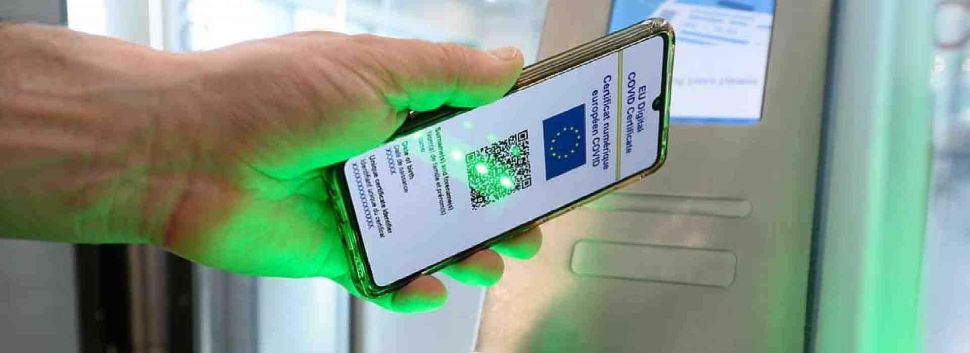 Green pass: la Ue dice che bisogna evitare discriminazioni. Ma l'Italia cancella la frase sulla Gazzetta Ufficiale