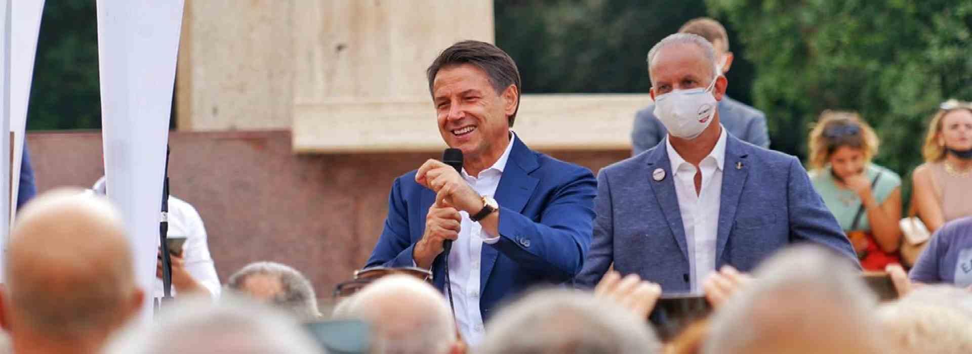 Conte, le pacche sulle spalle con Centofanti e Di Marzio e la curatrice fallimentare della clinica Villa Pini