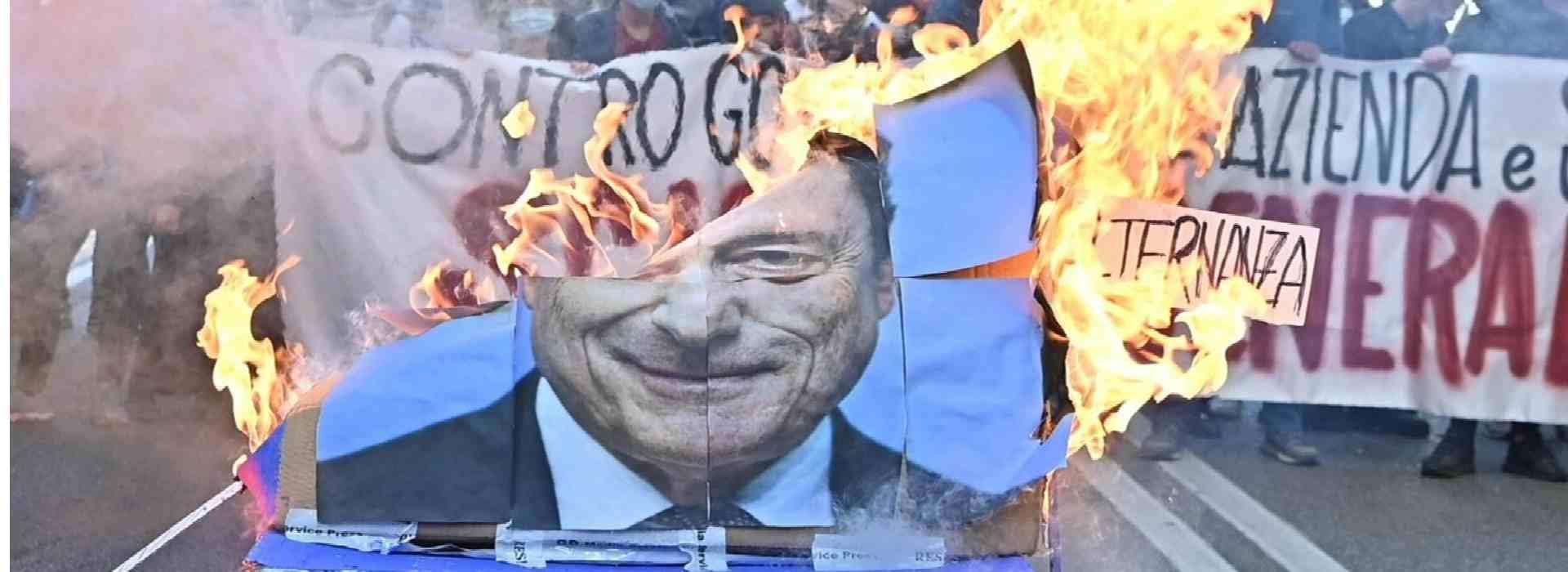 """""""Alzare il livello della lotta"""": così i No pass annunciano altre manifestazioni"""